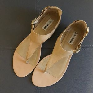 Steve Madden Slyce Natural thong sandals